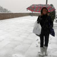 Meteo, arriva il gelo e neve a bassa quota. Allerta moderato a Milano. A Capodanno...