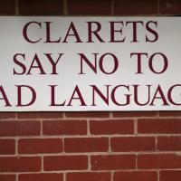 Educazione inglese: allo stadio parolacce vietate