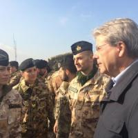 "Gentiloni in Iraq incontra i leader curdi: ""Possibile rovesciare l'Is"""