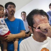 Indonesia, disperso volo AirAsia: l'attesa e la paura dei familiari