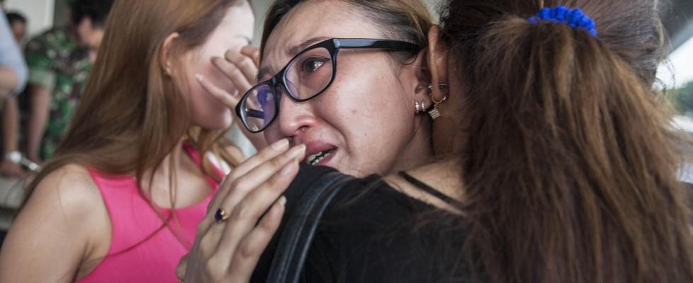 """Indonesia, disperso volo di linea con 162 passeggeri. Il capo delle ricerche: """"Si è schiantato in mare"""""""