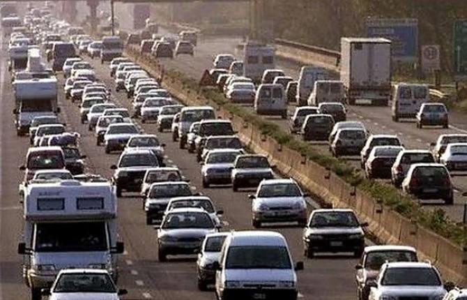 In Italia 608 auto ogni 1000 abitanti, che record