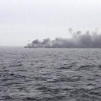 Incendio sul traghetto dalla Grecia, salvi in 310. A bordo ancora 167 naufraghi, 49...