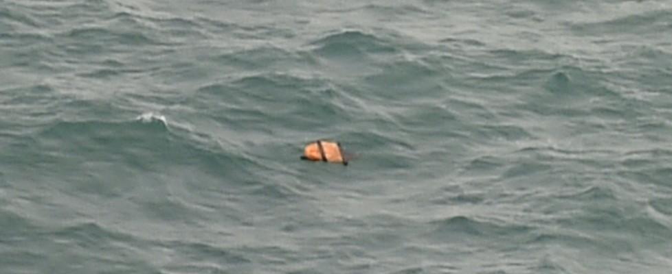 Volo AirAsia scomparso, trovati rottami e corpi nel Mar di Giava