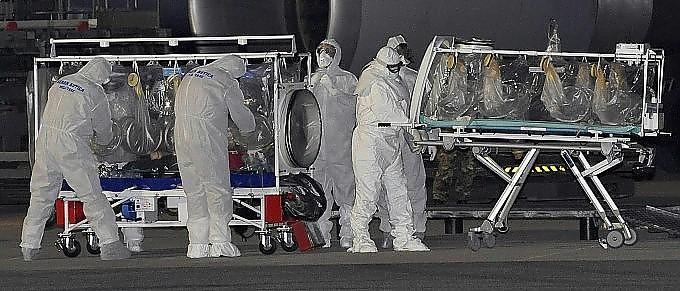 Ebola, il medico italiano sta meglio  Probabili le dimissioni dall'ospedale