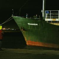 Attraccata la nave dei migranti alla deriva nel Mar Jonio