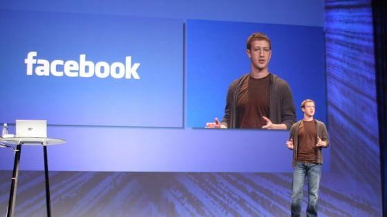"""Zuckerberg lancia su Facebook il Club della lettura: """"Leggete due libri al mese"""""""