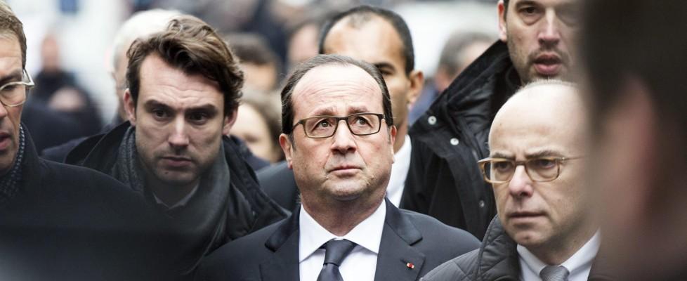 """Parigi, Charlie Hebdo: condanna internazionale. Hollande: """"Francia unita, niente potrà separarci"""""""