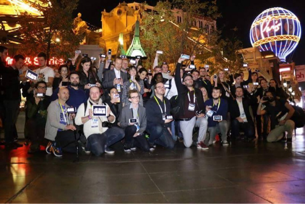 Las Vegas, al CES l'omaggio dei giornalisti francesi alle vittime dell'attentato