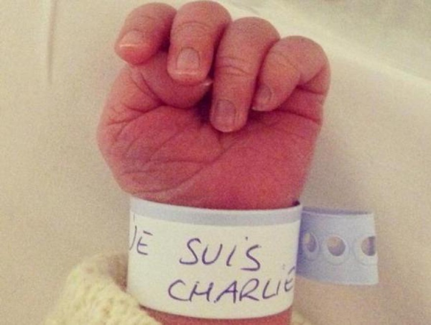 Sul braccialetto 'Je suis Charlie', neonato simbolo di speranza