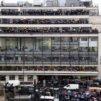 Giornalisti del mondo per Charlie Hebdo, la solidarietà in redazione
