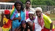 """La comunità gay  sfida il governo  Nasce """"Bombastic""""  la prima rivista dell'universo omosessuale   di CHIARA NARDINOCCHI"""