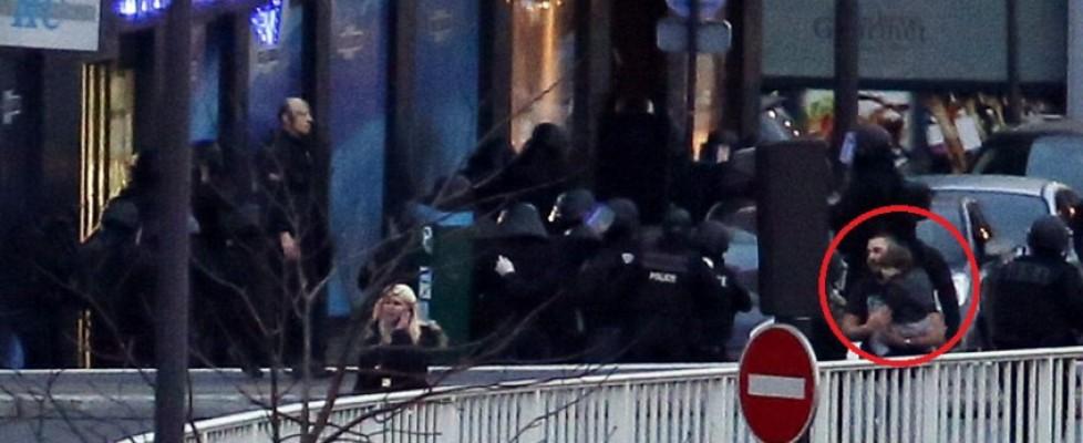 Strage di Parigi, colpito cuore Europa. Doppio blitz uccide i terroristi, ma incubo jihad rimane
