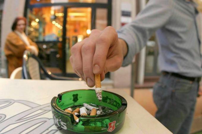 Dieci anni della legge Sirchia, fumatori calati del 6,5%