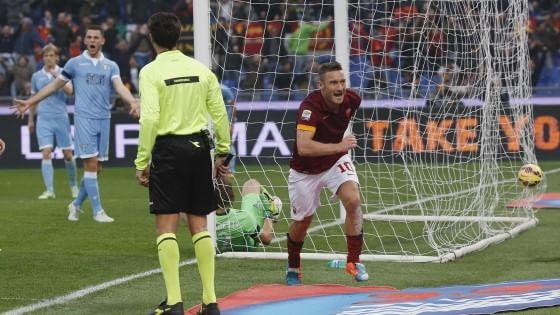 Roma-Lazio 2-2, un super Totti salva i giallorossi