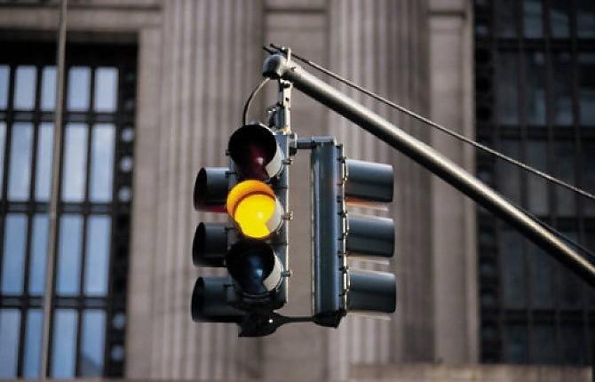 Semafori con giallo a 3 secondi, caos in arrivo
