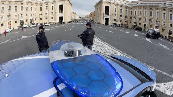 Rapporto degli 007: ecco i rischi per l'Italia. Monitorati social e telepredicatori