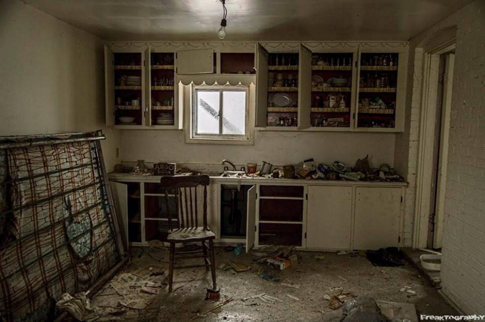Canada la casa abbandonata nascondeva un tesoretto for Seminterrato di case abbandonate