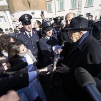 Napolitano incontra i bambini nella piazza del Quirinale