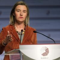 """Caso Marò, Parlamento Ue approva mozione per rimpatrio. Mogherini: """"Vertenza ha impatto su relazioni Ue-India"""""""