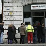 La Svizzera dice addio  alla parità  con l'euro,  code in banca