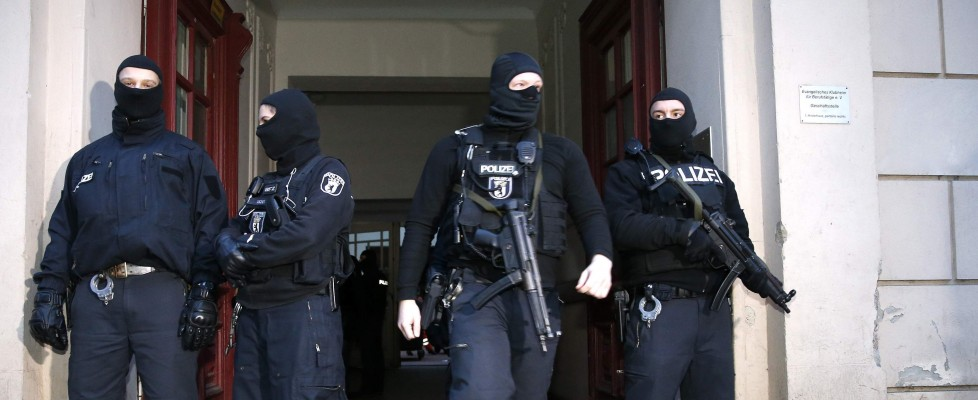 Parigi e Berlino, blitz e arresti nella notte. Due presunti jihadisti erano in fuga verso l'Italia