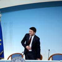"""Italicum, Pd si spacca in assemblea al Senato. Renzi: """"Basta frenatori"""". Ma in aula l'opposizione si batte"""