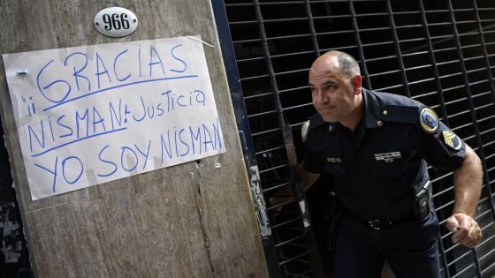 Argentina, pubbliche le carte del pm Nisman. Scoperta via d'accesso alla sua abitazione. Nuovi esami sulla pistola