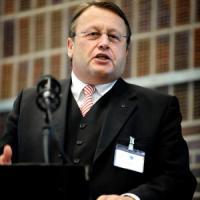 """Privacy, Parlamento Ue: """"Spie usano smartphone come cimici"""""""