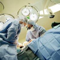 Medici con la valigia: più di 2 mila ogni anno scappano all'estero dopo la laurea