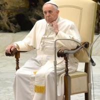 """Il Papa: """"La famiglia non è un'ideologia"""". E alla Sacra Rota chiede processi gratis"""