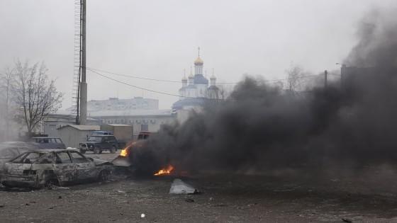 Ucraina, offensiva separatista a Mariupol. Razzi centrano mercato: decine di morti