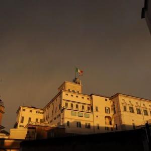 Alla ricerca di una terza via tra Berlusconi e  fronda dem