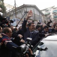 """Grecia, urne chiuse: spoglio in diretta. Exit poll, stravince Tsipras: """"Oggi si fa la..."""