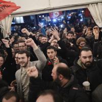 Grecia, trionfa Tsipras: a un passo da maggioranza   assoluta, spoglio decisivo. Seguilo ...