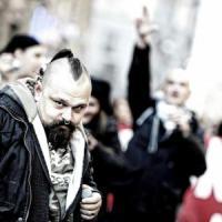 """99 Posse: """"Nessun inno alla violenza, i fascisti usano le spranghe e l'autodifesa è un..."""