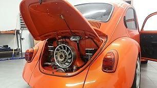 Il Maggiolino è un piccolo mostro lo spinge un motore Porsche 914