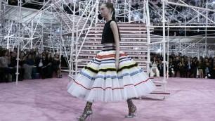 L'haute couture incanta Parigi: Dior,   Schiaparelli ,  Versace