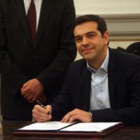 """Grecia, 10 ministri per il governo Tsipras. Varoufakis a Finanze. Syriza: """"Irrealistico..."""
