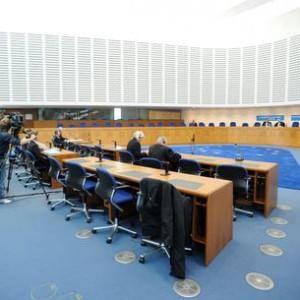 """Utero in affitto, Strasburgo: """"Diritto al figlio anche senza legame biologico"""""""
