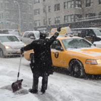 """NY, rivista l'allerta. I meteorologi chiedono scusa e sul web è bufera: """"Dov'è la neve?"""""""