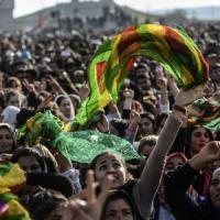 Siria, Kobane libera. Migliaia di curdi fermati alla frontiera dai lacrimogeni della...