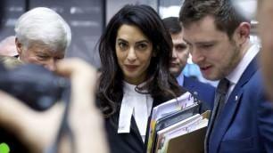 In toga e senza George il volto 'impegnato' di Amal