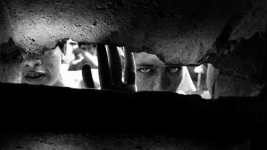Saviano:  Fotografando i volti in bianco  e nero della libertà perduta   Le immagini