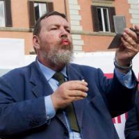 """Ferrara, addio al Foglio dopo 19 anni: """"Tifo Nazareno, è politica stile Craxi"""""""