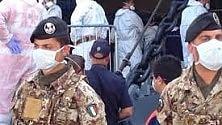 Militari italiani consegnano  un mammografo all'ospedale di Herat