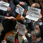 """Quirinale, cartelli leghisti col Manifesto: """"Non moriremo Dc"""""""