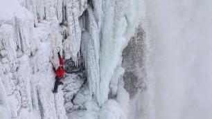 Scalate per la prima volta le cascate ghiacciate del Niagara