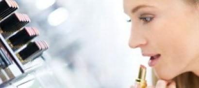 Menopausa in largo anticipo  una ricerca accusa i cosmetici