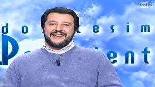 Salvini è ospite del talk Ma lo critica su Twitter